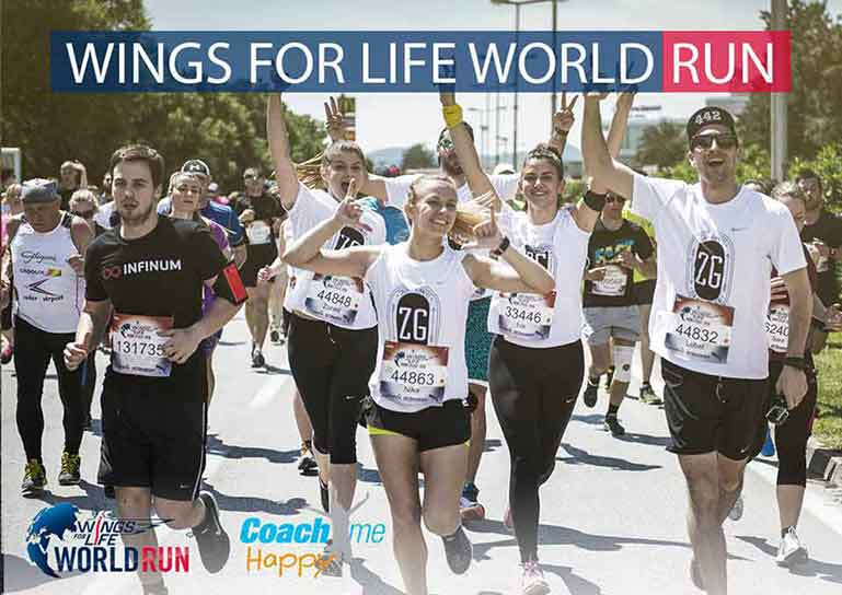 Photo de coureurs levant les bras pour illustrer la Wings for Life World Run 2017 avec Coach Me Happy