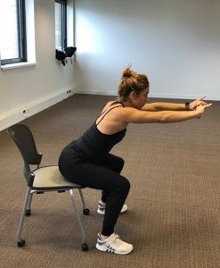 exercice musculaire sur chaise